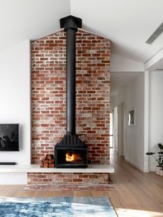 Milroy Street House: Complete Overhaul of an Edwardian House - Fireplace - Home Decoration Home Fireplace, Fireplace Design, Fireplaces, Fireplace Ideas, Brick Fireplace Decor, Floating Fireplace, Cottage Fireplace, Freestanding Fireplace, Small Fireplace