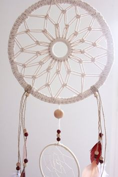 Dream catcher small Dream Catcher Dreamcatcher byCatcher dreams in macramé made entirely by hand. The main ring has ground a mandala, and 3 small rings below. Macrame Art, Macrame Projects, Macrame Knots, Grand Dream Catcher, Small Dream Catcher, Diy Utile, Diy And Crafts, Arts And Crafts, Macrame Patterns
