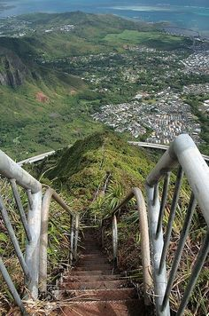 "29 Surreal Places In America You Need To Visit Before You Die: This ""Stairway to Heaven"" is a steep hiking trail that is technically closed to the public, but many people continue to climb despite the ""No Trespassing"" signs. Dream Vacations, Vacation Spots, Tourist Spots, Places To Travel, Places To See, All Nature, Stairway To Heaven, To Infinity And Beyond, Road Trip Usa"