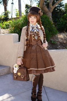 Cute chocolate Lolita dress! I wished there were more chocolatey clothes out there.