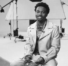 Rapper Wallpaper Iphone, Rap Wallpaper, Cute Lockscreens, Pregnancy Positions, Swag Outfits Men, Man Crush Everyday, Handsome Black Men, Baby Daddy, Cute Boys