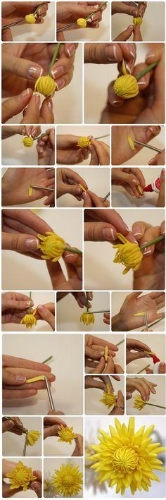 Flor amarilla en masa flexible paso a paso