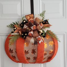 Dollar Tree Pumpkins, Dollar Tree Fall, Dollar Tree Crafts, Autumn Crafts, Thanksgiving Crafts, Holiday Crafts, Manualidades Halloween, Halloween Crafts, Diy Wreath