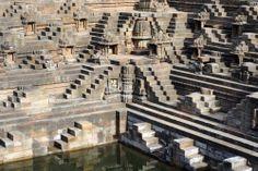 Rani Ki Vav (Queen's stepwell) in Patan, Gujarat, India : HitFull.com