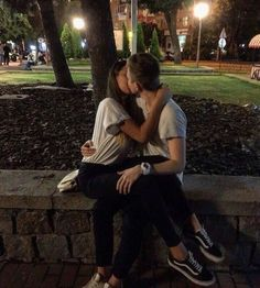 16 Poses kissing your boyfriend that you must . - 16 Poses kissing your boyfriend that you must . Couple Tumblr, Tumblr Couples, Teen Couples, Black Couples, Couple Goals Relationships, Relationship Goals Pictures, Couple Relationship, Relationship Quotes, Cute Couple Pictures