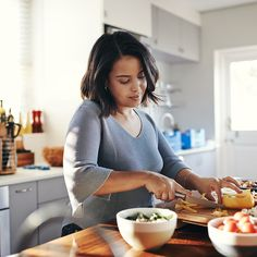 Prediabetes can be a worrying diagnosis, but diet can help to prevent it from turning into full diabetes. Get some diet and other tips for managing prediabetes. Lose Fat, Lose Belly Fat, Weight Gain, Weight Loss Tips, Losing Weight, Athletes Diet, Remove Belly Fat, Prepped Lunches, High Fat Diet