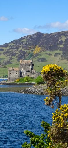 Scotland Travel Ideas :: Eilean Donan Castle. Can you guess what famous movies were filmed at this castle in Scotland? Click through to find out!
