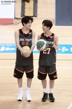 Jaehyun and Ten! The size difference T_T