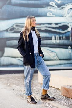 Boyfriend jeans in winter (via The Sartorialist)