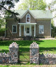Stone Cottages Beautiful Homes Ontario Curb Appeal Gothic Southern Farmhouse Canada Houses