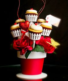 A cupcake bouquet to surprise her in the office
