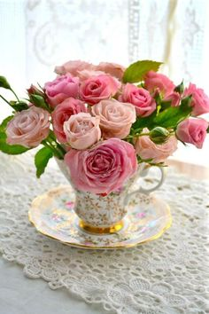 love this for a tea party centerpiece! photo from AllHomeLiving