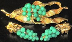 Gorgeous Jade Green Grape Cluster Vintage Pin Earring Set