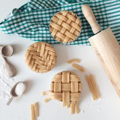 I really enjoy making lattice pie crust designs! I didn't share any for a long time here☺️