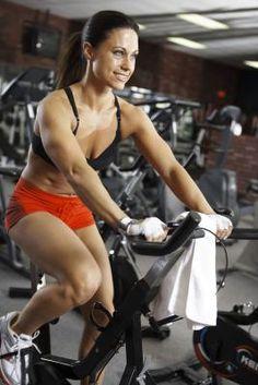 ¿Puedo fortalecer mis piernas y mi trasero andando en una bicicleta de ejercicio?   eHow en Español