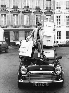 Ain't Nothing Cooler Than Vintage Chanel – Nasty Galaxy crazy for coco chanel… This is totally me ; Vintage Chanel, Vintage Fashion 1950s, Coco Chanel, Chanel Beauty, Chanel Fashion, Fashion Bags, Trendy Fashion, Vogue Photography, Isabella Rossellini