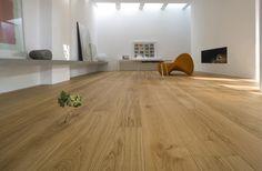 Bona Naturale es un nuevo y único tratamiento para pavimentos que protege la auténtica naturaleza de tus pisos de madera. Otros tratamientos, por naturales que sean, modifican la textura original y la apariencia de forma significativa, pero Bona Naturale no, ya que mantiene la madera de la misma forma que lo hace la naturaleza. http://www.quinovaacabados.com/productos-…/naturale-acabado/