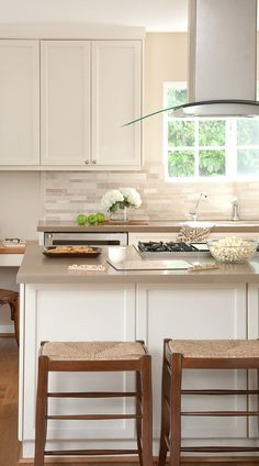 The kitchen that is top-notch white kitchen , modern kitchen , kitchen design ideas! Beige Kitchen, White Kitchen Backsplash, Ikea Kitchen, Home Decor Kitchen, Kitchen Ideas, Kitchen Cabinets, Cream Cabinets, Kitchen Designs, Kitchen Decorations