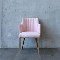 Pretty in pink and in our showroom this Wednesday, the Shaftesbury armchair.