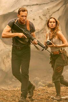 Tom Hiddleston and Brie Larson in Kong: Skull Island. Full size image: http://ww4.sinaimg.cn/large/6e14d388gw1f5uliq4c0tj22dc1kwnpe.jpg Source: EW Via Torrilla, Weibo