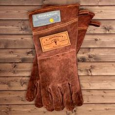 Personalized Leather BBQ Grilling Gloves (Steakhouse & Barbeque) - I might buy this for my husband this year. Top Gifts, Gifts For Dad, Great Gifts, Creative Gifts, Unique Gifts, Groomsmen Gifts Unique, Groomsman Gifts, Christmas Gifts For Men, Christmas Ideas