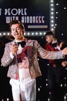 Harry Styles Cute, Harry Styles Pictures, Harry Edward Styles, Niall Und Harry, Harry 1d, Beautiful Boys, Pretty Boys, Beautiful People, One Direction Harry
