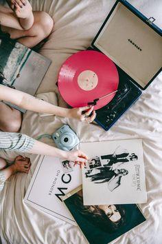Durante un díalluvioso es normal que nos sintamos un poco melancólicos, por lo que tendemos a escuchar música mas tranquila, aquíles presento una playlist ideal para estosdías: Your Type – Carly…