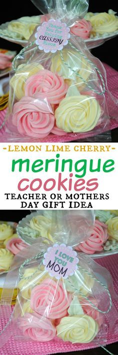 Meringue Roses Cookies: flavored with gelatin, these cookies are a perfect treat!