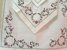 Hand Embroidery Designs, Embroidery Stitches, Crochet Flowers, Aesthetic Wallpapers, Sewing Crafts, Pattern Design, Needlework, Diy And Crafts, Miniatures