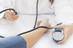 Ce sa faci cand ai o criza de tensiune: sfatul unui medic urgentist