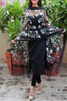 Black Organza Handpainted Floral Stole Source by colorauction dresses indian Indian Fashion Dresses, Indian Gowns Dresses, Dress Indian Style, Indian Outfits, Fashion Outfits, Pakistani Clothing, Abaya Style, Simple Kurti Designs, Kurta Designs Women