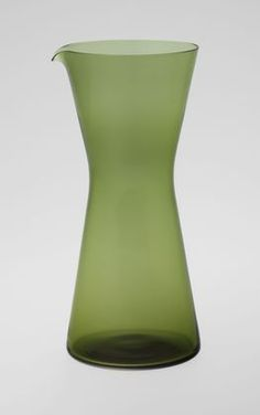 Classic - iittala Kartio carafe by Kaj Franck Finland Nordic Design, Scandinavian Design, Kitchenware, Tableware, Modern Glass, Glass Design, Hurricane Glass, Carafe, Ceramic Pottery