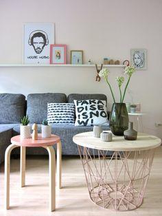 ist der Ikea Hocker mit dem ferm Korb. Ich mag es sehr!