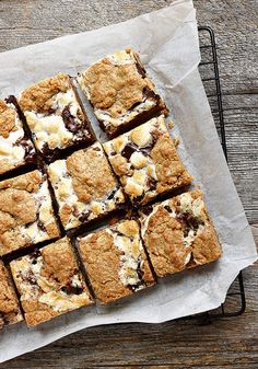 These S'mores Cookie Bars are so much easier than making individual cookies and they have perfect flavours for summer baking enjoyment. Makes a large pan, so great for picnics, BBQs or bake sales, too. Summer Dessert Recipes, Just Desserts, Delicious Desserts, Yummy Food, Summer Picnic Desserts, Brownie Recipes, Cookie Recipes, Dessert Bars, Smores Dessert