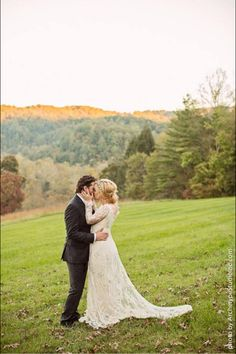 Kelly Clarkson's wedding BEAUTIFUL I love the fall colored trees in the background :)