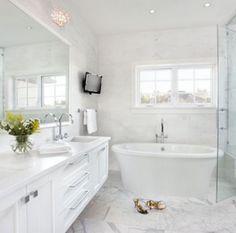 25 Elegant Bathroom Design Inspiration & Ideas. Follow us for more Home & Decor Inspiration | Vienné & Ventura