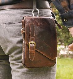 Le'aokuu Mens Genuine Leather Coffee Fanny Small Messenger Shoulder Satchel Waist Bag Pack (Coffee): This real leather messenger bag is so cool for work or go to school. Handmade Leather Wallet, Leather Gifts, Real Leather, Leather Men, Leather Belt Bag, Hip Bag, Leather Design, Leather Accessories, Leather Working