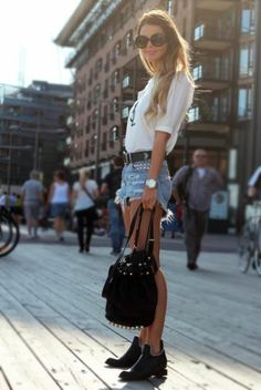 European street style street style Obsessed with the boots European Street Style, Looks Street Style, Looks Style, Look Fashion, Fashion Beauty, Womens Fashion, Fashion Trends, Street Fashion, Gq Fashion