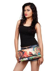 At Bang Price, we offer you an exclusive variety of Long Clutches available in a plethora of colours and sizes, in Just INR 999/-