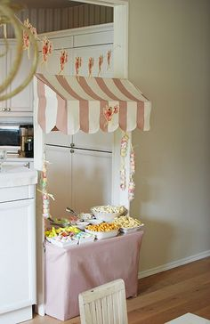 Nice idea for birthday party and tto keep kids out of a certain room. This is smart! great for smaller kids, but could also do for teenagers Fairy Birthday Party, Girl Birthday, Birthday Parties, Candy Party, Partys, Diy For Kids, Party Time, Movie Party, Party Planning