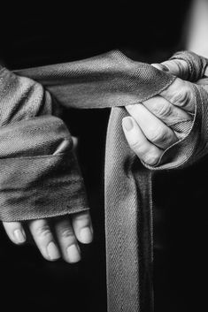 Woman wrapping her hands for kickboxing Best Picture For Boxing Girl halloween For Your Taste You are looking for something, and it is going to tell you ex 9 Round Kickboxing, Kickboxing Women, Kickboxing Workout, Karate, Kickboxing Quotes, Full Contact, Sport Studio, Boxing Girl, Boxing Boxing