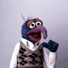 Who has blue thumbs, a stylish sweater vest, and is VERY ready for the weekend? This guy! Gonzo, August 2016