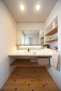 2階リビングで楽しむ暮らし Modern Japanese Interior, Japanese Home Design, Japanese House, Bathroom Toilets, Washroom, Home Interior Design, Interior And Exterior, Tiny House Plans, Dream Bathrooms