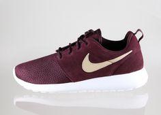 Nike Roshe Run Suede (Deep Burgundy / Sand Dune - Summit White - Volt)