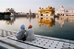 Steve McCurry - Sikh Golden Temple, Amritsar, India