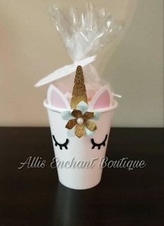 These cute mugs are cardboard paper cups but they are decorated with my unicorn motif to make your princess party look a little more fun and elegant. I have the golden or silver touch with my other unicorn decorations as the centerpiece, banner, thank you Birthday Treats, Birthday Cupcakes, Birthday Party Decorations, Party Cupcakes, Decoration Party, Birthday Fun, Cupcake Decorating Party, Unicorn Themed Birthday, Unicorn Baby Shower