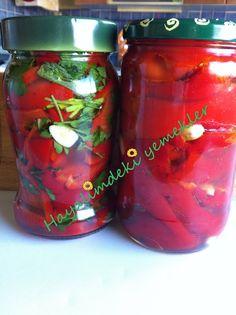 Közlenmiş Kırmızı Biber Turşusu Marinated Olives, Turkish Recipes, Winter Food, Pickles, Salsa, Mason Jars, Vegan Recipes, Brunch, Homemade