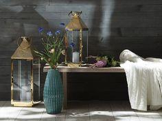 Das Interessante an dieser Vase ist ihr Design - perfekt ausgerichtete, vorstehende Punkte in gewölbter Form. Durch diese Kombination wird der Farbverlauf optimiert. Die Vase wirkt besonders raumgreifend und sticht im Raum perfekt hervor. Cactus, Decoration, Montage, Form, Entryway Tables, Furniture, Home Decor, Products, Flower Types