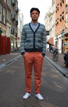 colored pants Amsterdam Street Style, Men Fashion, Street Fashion, Man Images, Colored Pants, Men's Style, Menswear, Moda Masculina, Men's