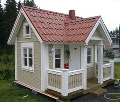 Hannahs play house - sending this too her daddy! Shed To Tiny House, Tiny House Cabin, Small House Plans, Cubby Houses, Play Houses, Wendy House, Backyard Playhouse, Small Buildings, Small House Design